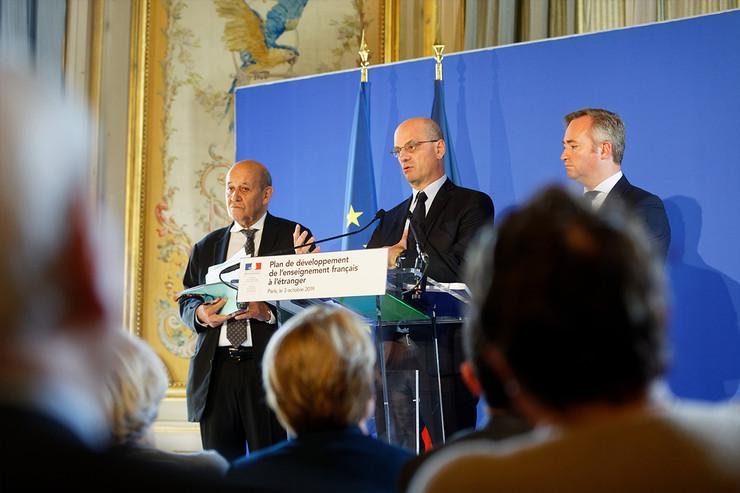Enseignement Français à l'étranger: un nouvelélan